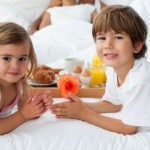 kids_serving_breakfast_in_bed_H