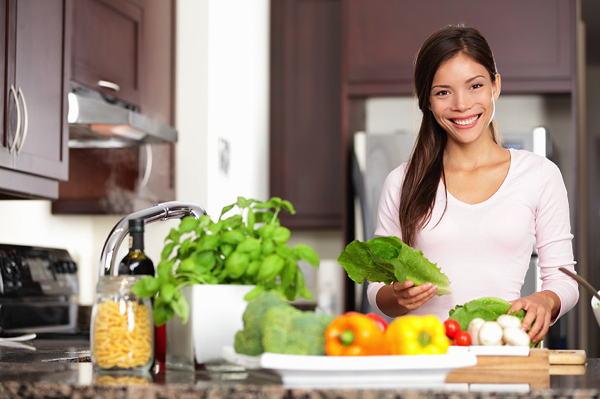 woman_making_salad-blog