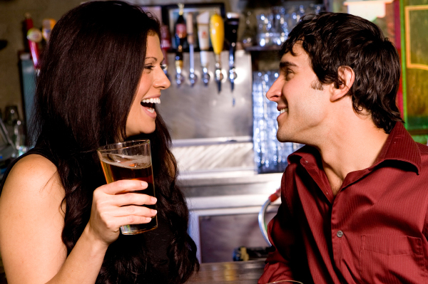 woman-flirting-with-guy-in-bar